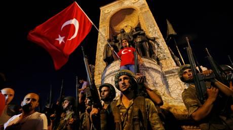 Πραξικόπημα στην Τουρκία: ένα χρόνο μετά, οι εκκαθαρίσεις δεν έχουν τέλος