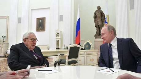 Ρωσία: Καμία μεσολάβηση του Κίσινγκερ για τη συνάντηση Πούτιν – Τραμπ