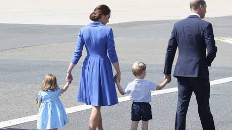 Το νέο βασιλικό πορτρέτο αποδεικνύει πως ο Τζορτζ είναι ένα χαρούμενος μικρός πρίγκιπας