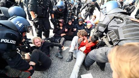 Χάος στο Αμβούργο – «Όμηρος» διαδηλωτών η Μελάνια Τραμπ – Ζητούν άμεσα ενισχύσεις