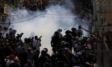 Χαοτικές συγκρούσεις στην Πλατεία των Τεμενών (pics)