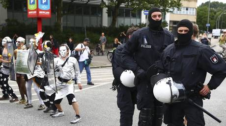 G20: Έτοιμη για τρίτη ημέρα βίας στο Αμβούργο η αστυνομία (pics)