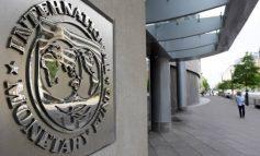 """ΔΝΤ: """"Εξαιρετικά μη βιώσιμο το χρέος"""", οι τράπεζες μπορεί να χρειαστούν πάνω από 10 δισ."""