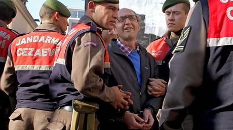 Ανησυχίες για την επιρροή της Τουρκίας σε ευρωπαϊκές κυβερνήσεις εκφράζει ο συγγραφέας Ντογάν Ακανλί