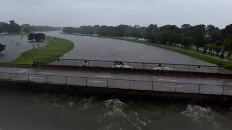 Ανυπολόγιστες οι καταστροφές από την καταιγίδα Χάρβεϊ – Εκκενώσεις και άλλων περιοχών (pics&vid)