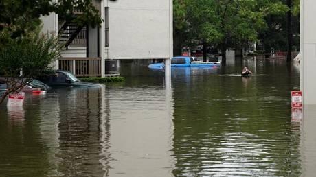 Αυξάνονται οι νεκροί από τον τυφώνα Χάρβεϊ – Πάει στο Τέξας ο Τραμπ