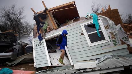Η καταιγίδα Χάρβεϊ πλήττει τις ΗΠΑ –  Ένας νεκρός από πυρκαγιά στο Τέξας (pics&vids)