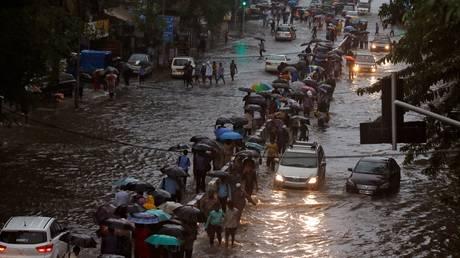 Ινδία: Έξι νεκροί από τις πλημμύρες στο Μουμπάι