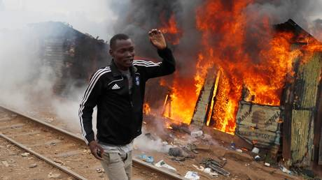 Κένυα: Η αντιπολίτευση οξύνει τους τόνους – Λονδίνο&Βρυξέλλες συγχαίρουν τον πρόεδρο Κενυάτα