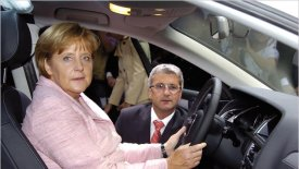 Κατά των βενζινοκίνητων και ντιζελοκίνητων μοντέλων η Μέρκελ