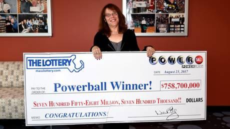 Νοσοκόμα από την Μασαχουσέτη η νικήτρια του 750 εκατομμυρίων δολαρίων Powerball!