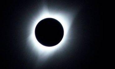 Ντελίριο στις ΗΠΑ για την ολική έκλειψη ηλίου (pics)