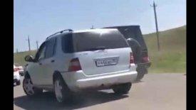 Πανάκριβα SUV «παίζουν» συγκρουόμενα (vid)