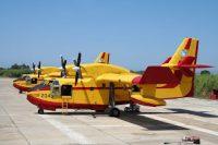 Πιλότοι Canadair: Τους αποκαλούν ήρωες, αυτοί λένε ότι απλώς κάνουν τηδουλειά τους