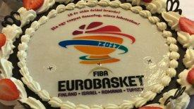 Το γιορτάζουν στην Ουγγαρία με… ευρωπαϊκή τούρτα! (pic)