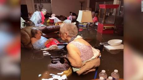 Τυφώνας Χάρβεϊ: Η φωτογραφία που συγκλονίζει το Τέξας