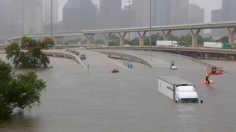 Τυφώνας Χάρβεϊ: Φαινόμενο είναι άνευ προηγουμένου, λέει η μετεωρολογική υπηρεσία (pics&vids)