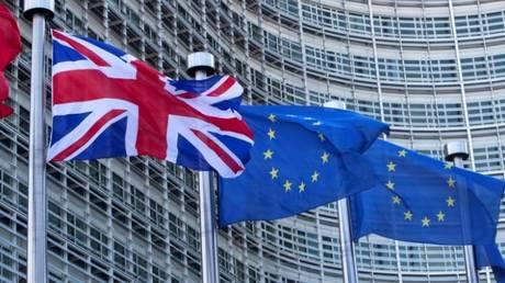 Brexit: Μπλόκο από την Κομισιόν στο αίτημα της Βρετανίας για «προσωρινή τελωνειακή ένωση»