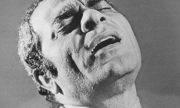 ΥΠΑΡΧΩ, ένα θρυλικό τραγούδι από το Στέλιο Καζαντζίδη