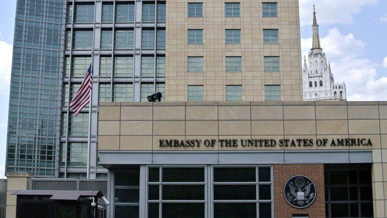 Κλιμακώνεται η ένταση: Οι ΗΠΑ αναστέλλουν την έκδοση βίζας για τους Ρώσους πολίτες