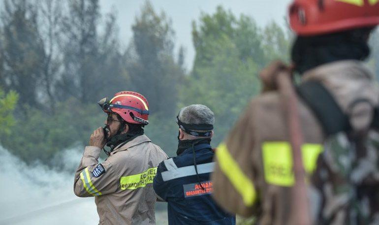 Πυροσβέστες καταγγέλλουν: Με τους ίδιους άνδρες σβήνουν φωτιές σε όλη την Ελλάδα