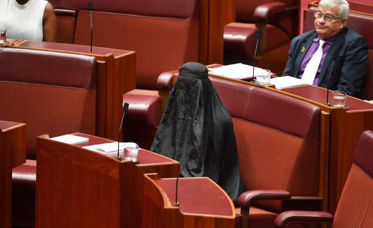 Με μπούργκα γυναίκα γερουσιαστής στην Αυστραλία