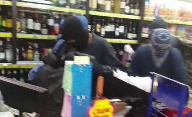 Βίντεο-ντοκουμέντο: Κουκουλοφόροι λεηλατούν σούπερ μάρκετ στα Εξάρχεια