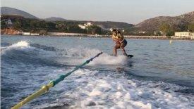 «Δάσκαλος» στο θαλάσσιο σκι ο Τσάβες! (vid)