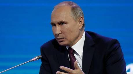 «Με κακές παρέες» έχει μπλέξει ο Ρεξ Τίλερσον, λέει ο Βλαντιμίρ Πούτιν