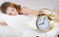 Όσοι κοιμούνται λιγότερο έχουν περισσότερα κιλά