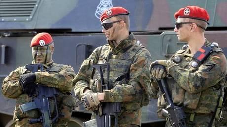 Γερμανοί βουλευτές επισκέφθηκαν στρατιώτες στη ΝΑΤΟϊκή βάση του Ικονίου