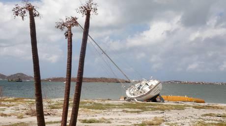 Η Μαρία ενισχύθηκε σε τυφώνα κατηγορίας 1 και κινείται στα «βήματα» της Ίρμα (vids)