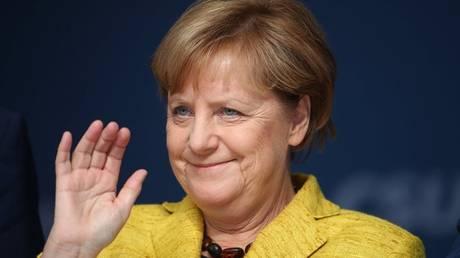 Η 3χρονη Μέρκελ… τρέλανε την Γερμανία (pic)