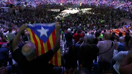Καταλονία: Εντείνονται οι πιέσεις για να εμποδισθεί το δημοψήφισμα