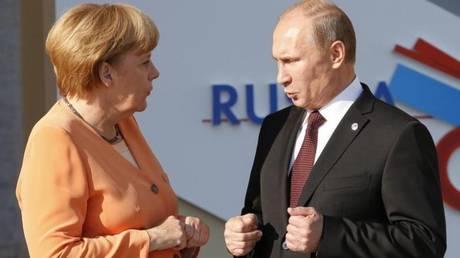 Κοινή στάση Μέρκελ – Πούτιν για Βόρεια Κορέα και ανατολική Ουκρανία