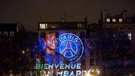 Κτήριο στο Παρίσι φωταγωγήθηκε για τον Μπαπέ!