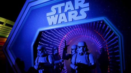 Κυκλοφόρησαν Star Wars γραμματόσημα από τα Βασιλικά Ταχυδρομεία