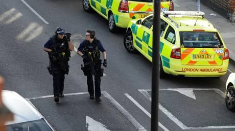 Λονδίνο: Μεγάλη αστυνομική επιχείρηση στο Σάρεϊ για την επίθεση – Εκκενώθηκαν σπίτια