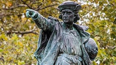 Οι πολίτες της Μινεσότα αποκαθηλώνουν τον Κολόμβο για χάρη του Πρινς
