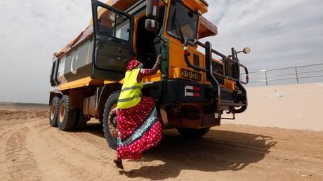 Πακιστάν: 30 γυναίκες σπάνε τα κοινωνικά ταμπού, οδηγώντας φορτηγά (pics)