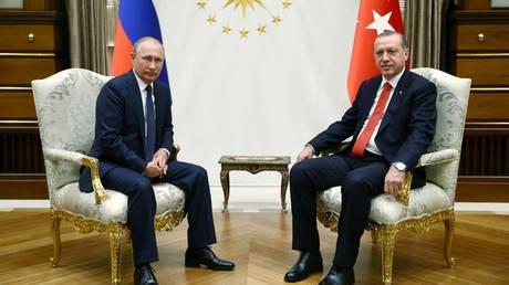 Πούτιν: Έχουν δημιουργηθεί οι de facto προϋποθέσεις για το τέλος του συριακού πολέμου