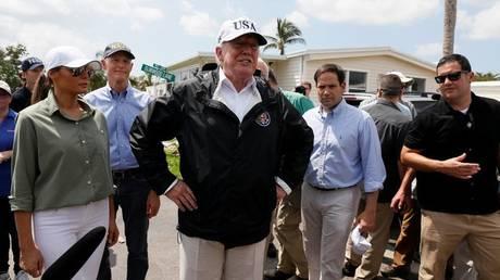 Στη Φλόριντα ο Ντόναλντ Τραμπ – Επιθεωρεί τις καταστροφές μετά τον τυφώνα Ίρμα (pics)