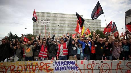 Στους δρόμους οι Γάλλοι για τη μεταρρύθμιση του εργασιακού κώδικα (pics)