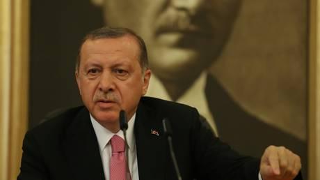 Συνάντηση Ερντογάν-Αλ Αμπάντι για το δημοψήφισμα ανεξαρτησίας του Ιρακινού Κουρδιστάν