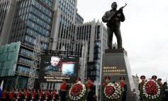 Το άγαλμα του Μιχαήλ Καλάσνικοφ στήθηκε στο κέντρο της Μόσχας (pics)