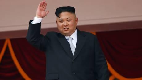 Τραγουδιστής προτείνει στον Κιμ: Εγκαταλείψτε το πυρηνικό πρόγραμμα και θα τραγουδήσω για εσάς