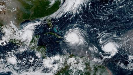 Τρεις τυφώνες πάνω από τον Ατλαντικό: Η εντυπωσιακή φωτογραφία