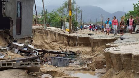 Τροπική καταιγίδα έπληξε το Μεξικό – Τρεις νεκροί (pics)