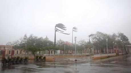 Τυφώνας Ίρμα: Φονικό το πέρασμά του από τις βρετανικές Παραθένες Νήσους (vids & pics)