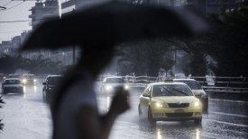 10 + 1 συμβουλές για την οδήγηση στη βροχή